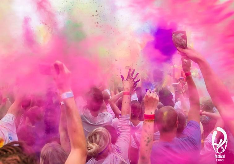 Holi festival of colours barcelona magles revista para for Lesbianas en la oficina