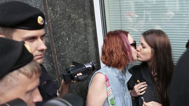 Rusia-prohibe-la-información-homosexualidad-MagLes-Revista-Lesbianas
