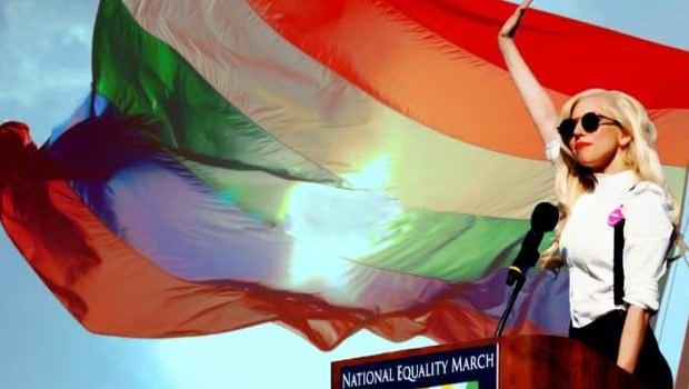 Rusia-Homosexual-lady-gaga-MagLes-Revista-Lesbica